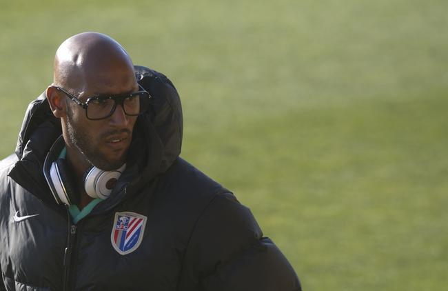 algerie-anelka-se-bat-avec-l-entraineur-et-le-fait-virer-iconsport_alf_090212_01_05,109731